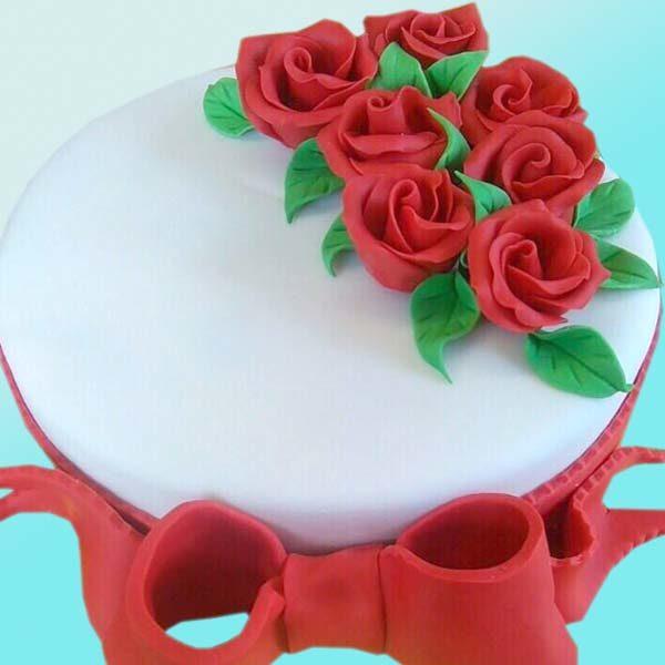 Торта червени рози RD31 от бутикова сладкарница Dolce Mela