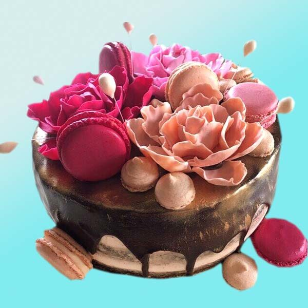 Торта с крем йогурт, с френски макарони и цветя RD35, Dolce Mela