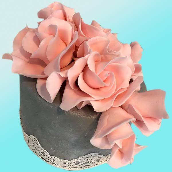 Кумска торта с рози и дантела SV17 - бутикова сладкарница Dolce Mela